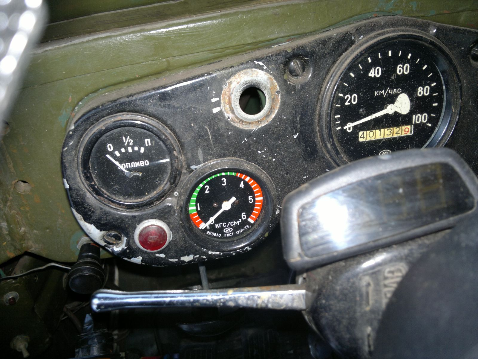 Приборы контроля давления масла (механический), уровня топлива и бортовой компьютер