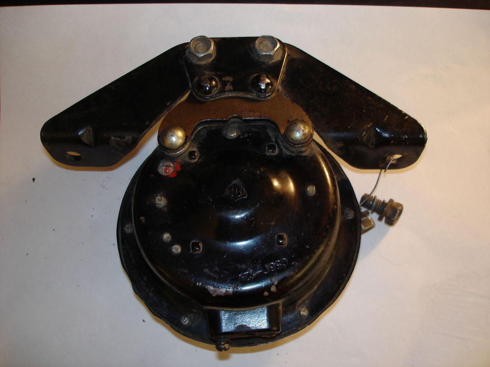 Сигнал С 56Г в отличном, рабочем состоянии, в заводской окраске. Кронштейн старого образца.