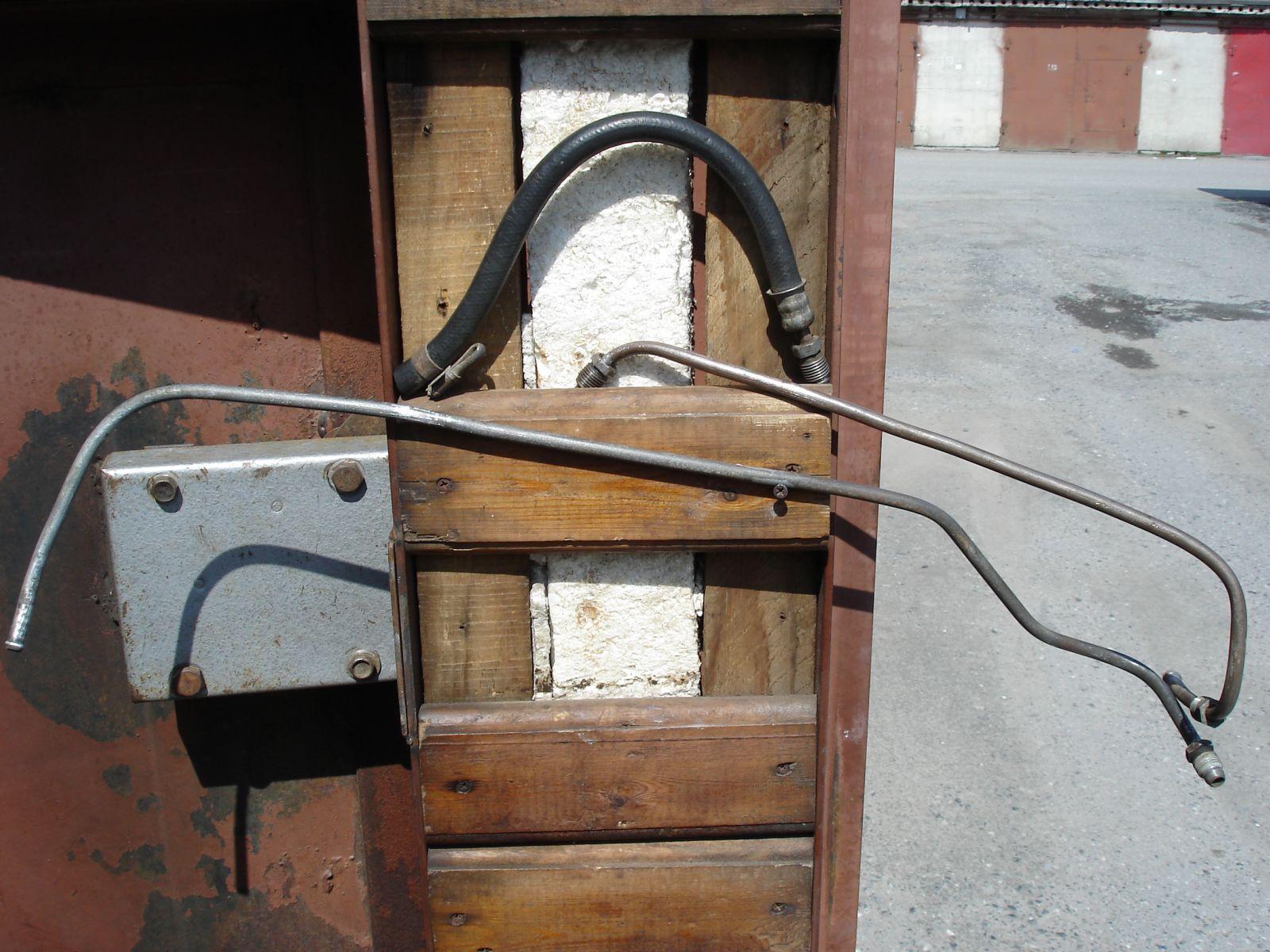 Топливные трубки моторного отсека. Сост. отл., включая резин. шланг на бензонасос. На сборку.