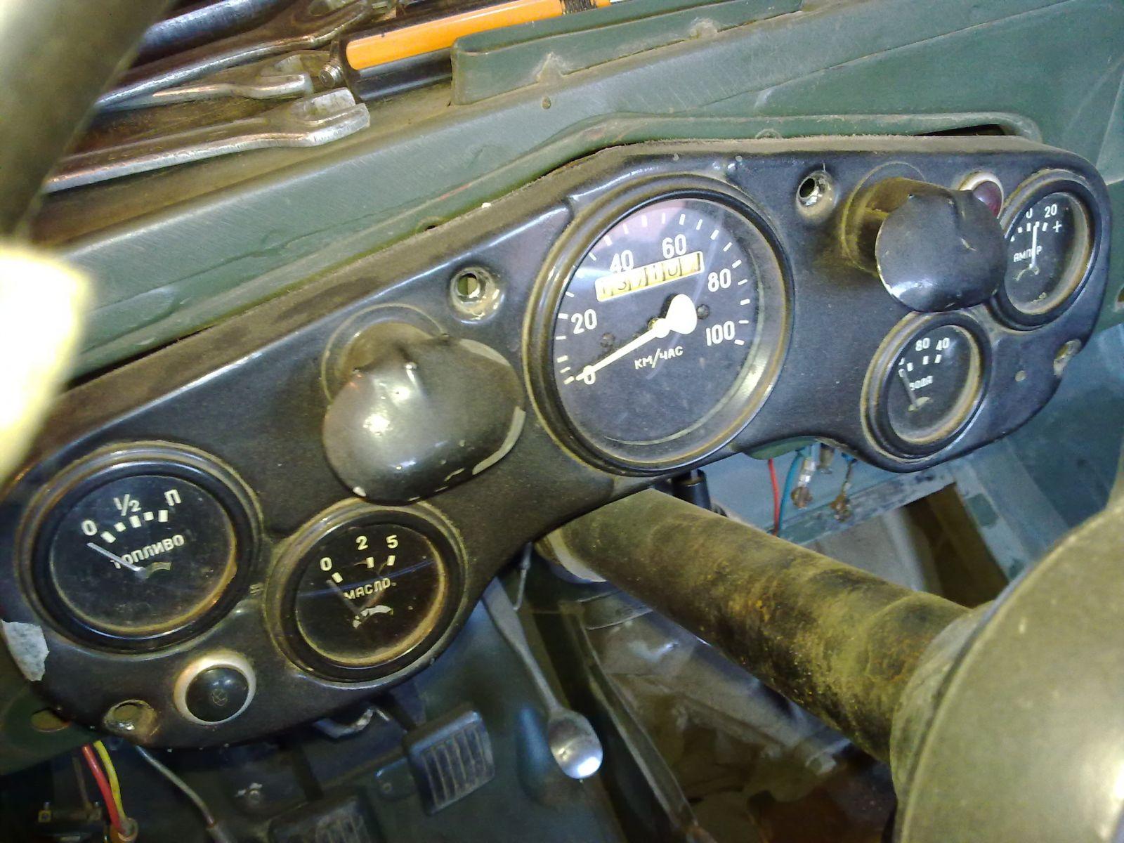 Приборка. Все приборы и спидометр с датой 1962. Ориг. расположение контрольных ламп, соотв. году выпуска. Авар. температуры воды в радиаторе - слева зеленая. Указателя поворота - справа красная. Дальнего света - красная.