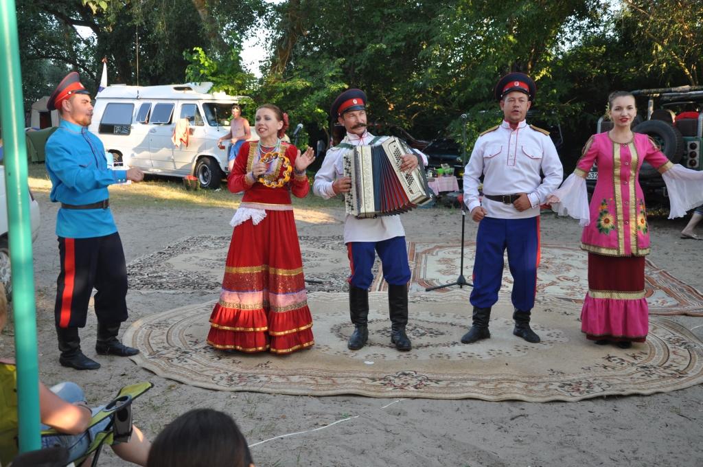 выступление в лагере на берегу  творческих коллективов города1