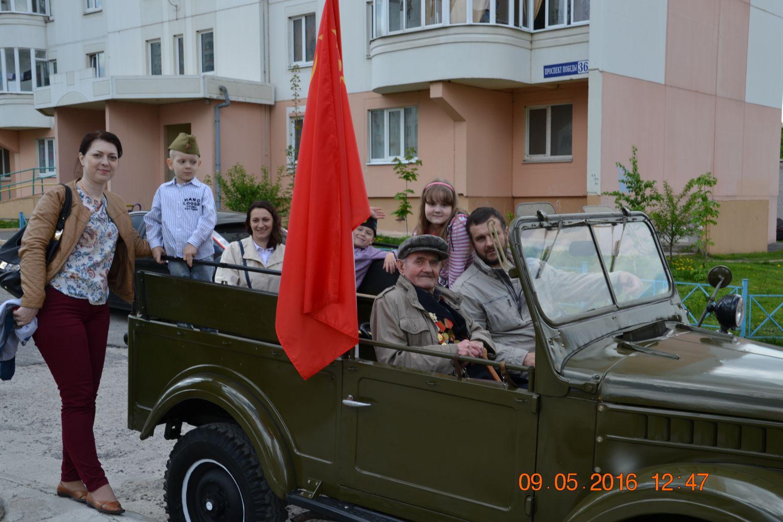 Самый главный пассажир. Дед. Войну закончил в Праге. Немного покатались с ним. Технику заценил.