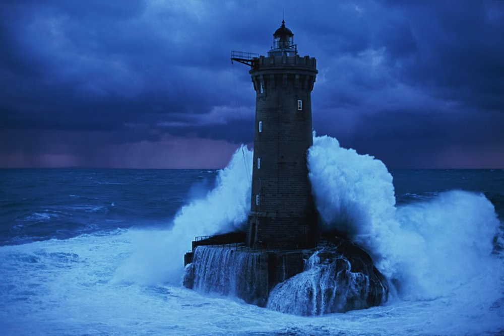 diff-lighthouse-wave.jpg