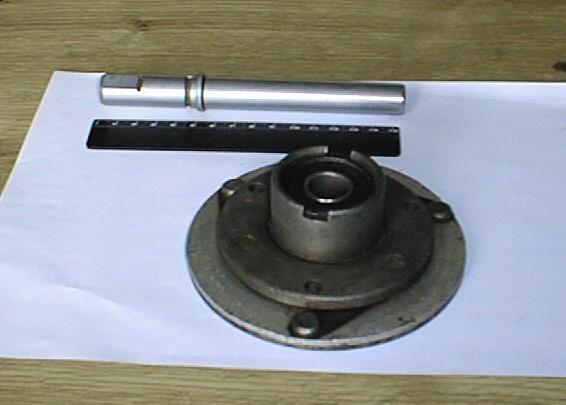 ступица и вал помпы электромуфты вентилятора ГАЗ-24 (ранние выпуски)