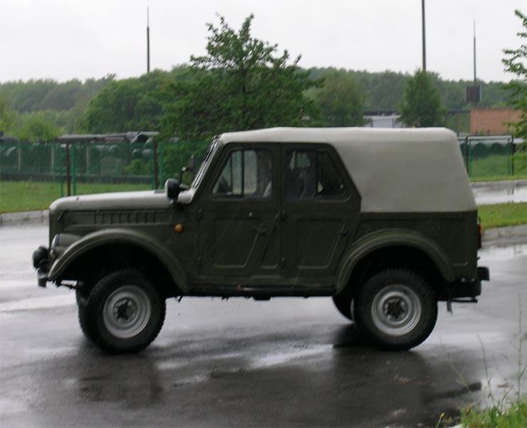 задние крылья сделаны из передних, окна УАЗ-469 (урезаны по ширине)