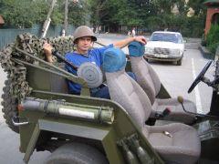 машина и оружее,что ещё нужно человеку?
