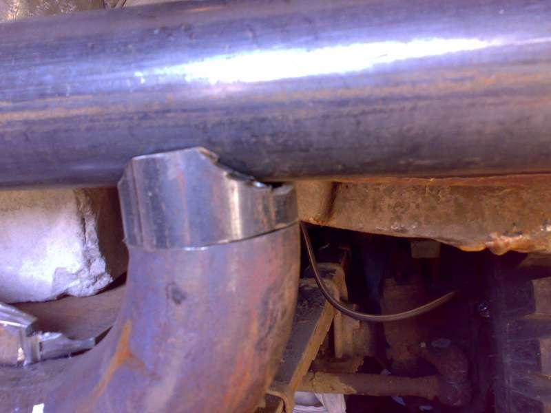 Вставыш между нижним отводом и верхней трубой