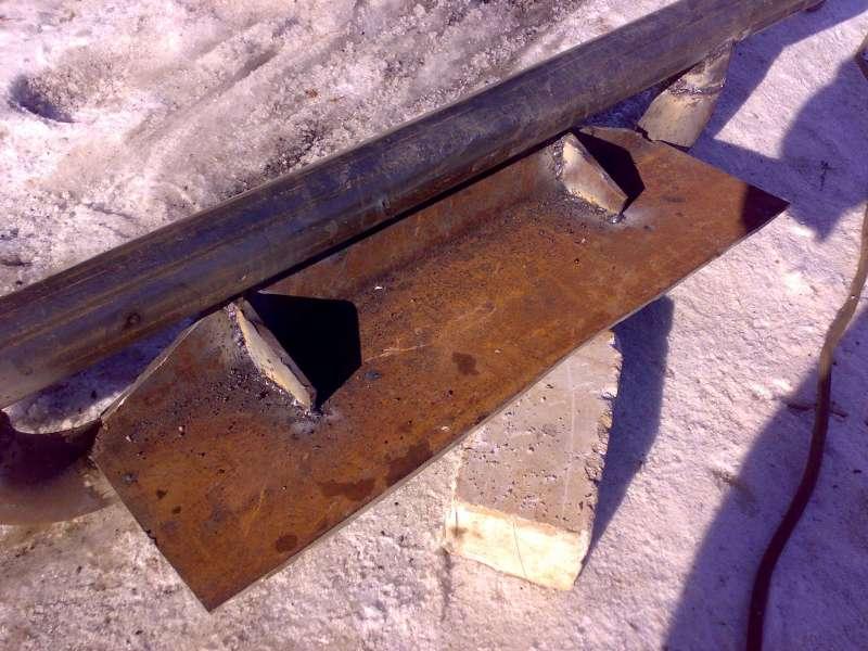 Вварены укосины для добавления жесткости передней стенки площадки.