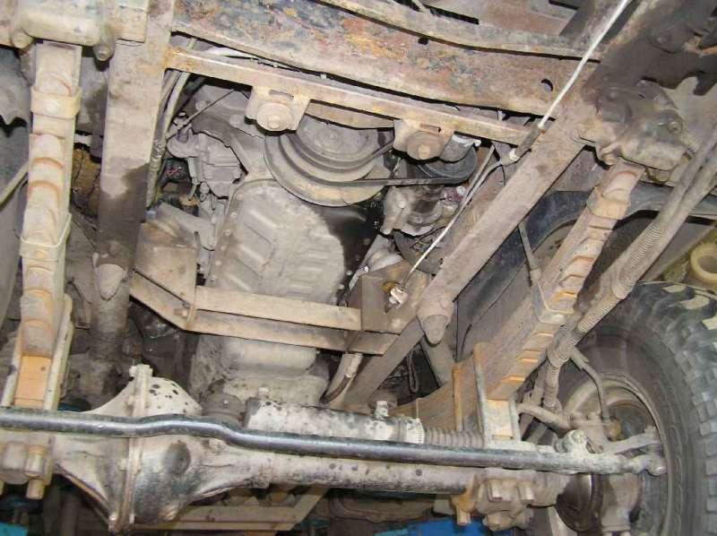 Вид с низу, траверса, ГУР, и двигатель