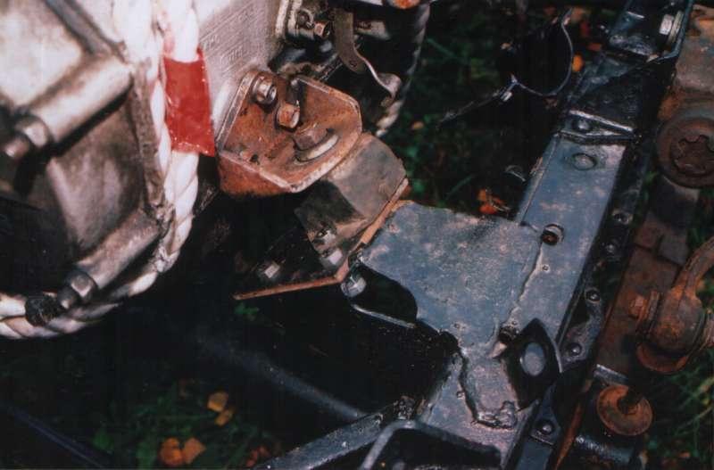Левое переднее крепление двигателя УМЗ-414