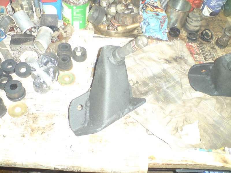Кронштейн переднего амортизатора загрунтован, покрышен, покрыт антигравием
