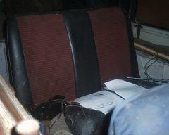 Вариант заднего сиденья - всунута седушка от какого-то буса - ниче так