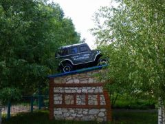 Памятник ГАЗону в Старых Бурасах Саратовской области.