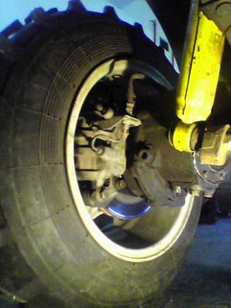 Переднее левое колесо, в деталях