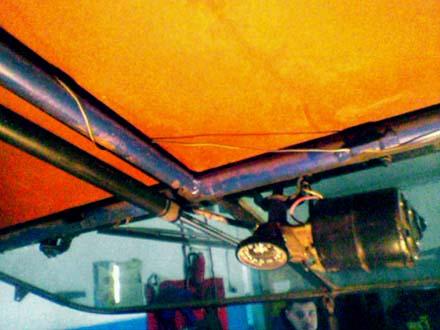 Механизм подъем лобового стекла (вид со стороны пассажира)