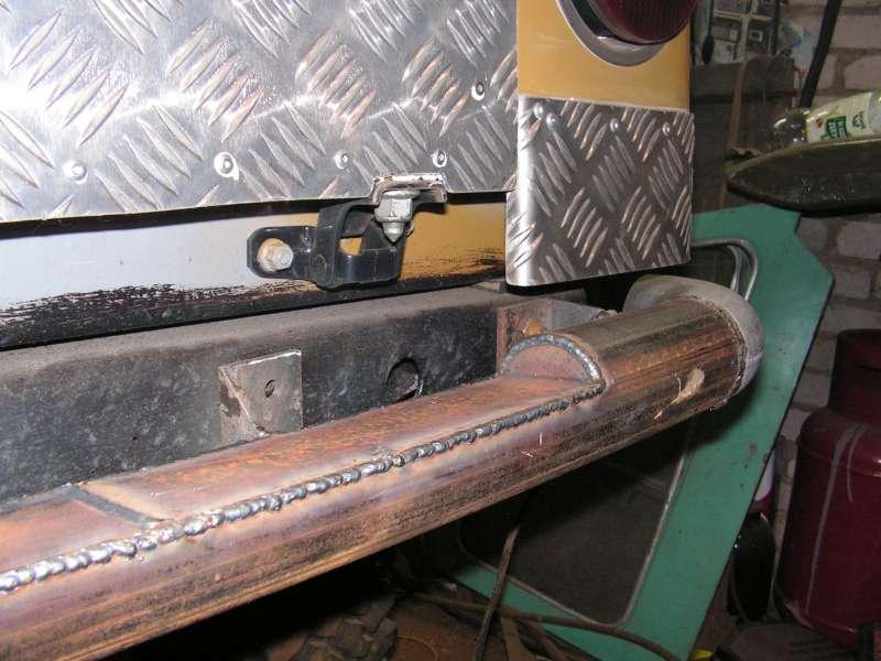 Задний бампер, сегмент в трубе вырезан,что бы задний борт имел возможность раскладываться.