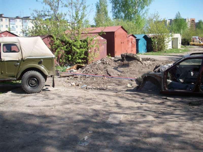 освобождаем гараж от металлолома(готовим  загончик для газончика)