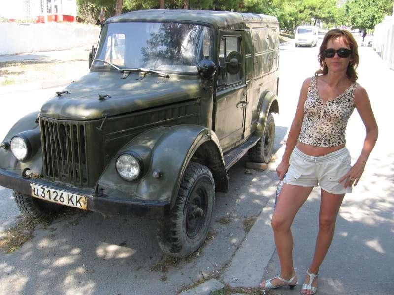 Моя Зайка возле ГАЗ-69 (Геленжик 2009)