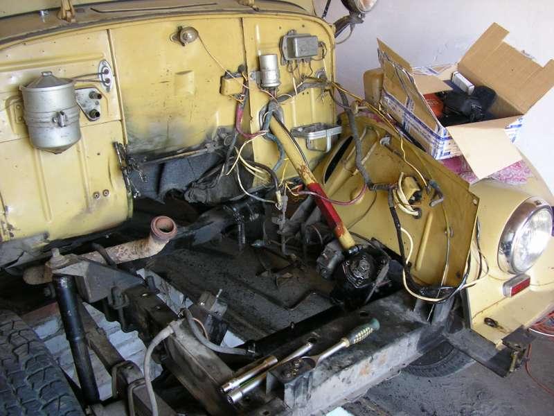Моторный отсек во время ремонта .