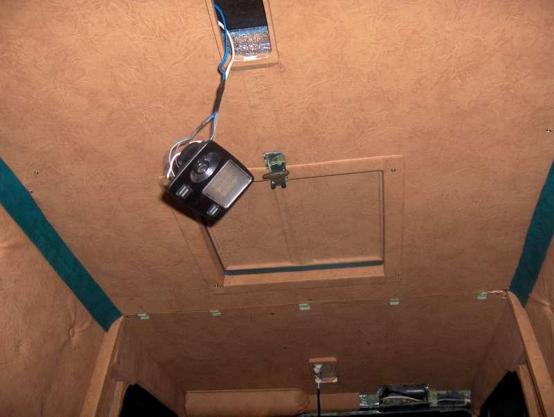 Потолок с люком