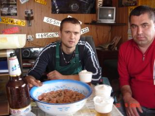 Свежепокрашенную раму обмывали пивком с креветками(замаринованными),